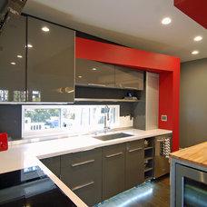 Modern Kitchen by Freespace Design LLC