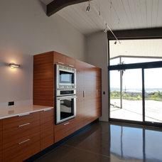 Modern Kitchen by Silva Studios Architecture