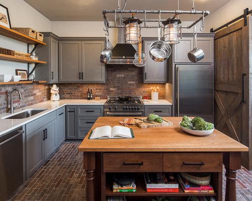 cuisine avec une cr dence en carrelage de pierre et un sol. Black Bedroom Furniture Sets. Home Design Ideas