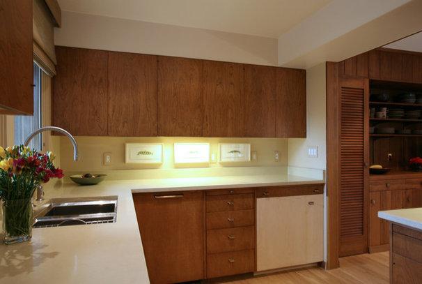 Midcentury Kitchen by Arciform