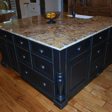 Traditional Kitchen by Luxe Cabinetry Design, Inc.