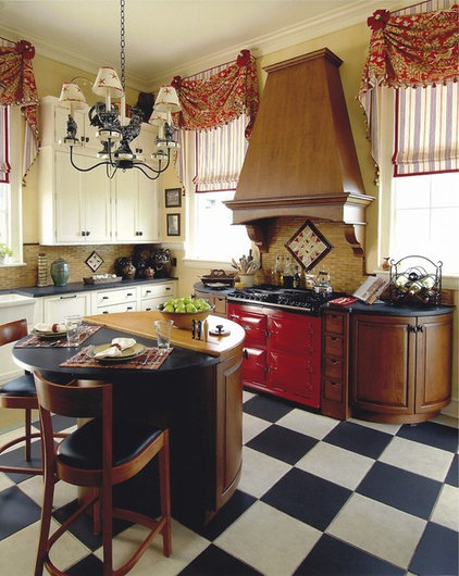 Traditional Kitchen by A CASA Design