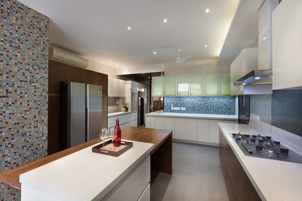 Contemporary Kitchen by Kumar Moorthy & Associates