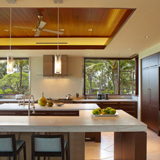 Tropical Kitchen by Peter Vincent Architects