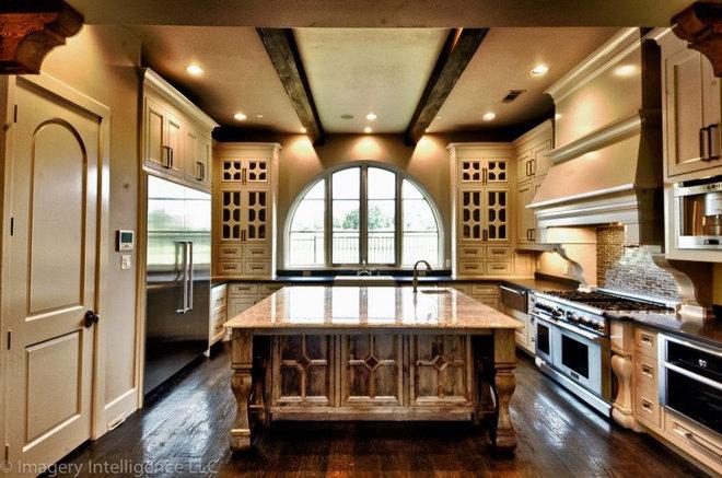 Mediterranean Kitchen by Heritage Design Studio
