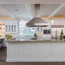 Traditional Kitchen by Michael Lee Architects
