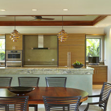 Tropical Kitchen by Armstrong Builders LLC