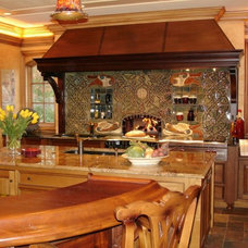 Traditional Kitchen by Kitchens By Kleweno