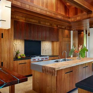 Idée de décoration pour une grande cuisine ouverte ethnique avec un évier 2 bacs, un placard à porte plane, des portes de placard en bois brun, un plan de travail en bois et 2 îlots.