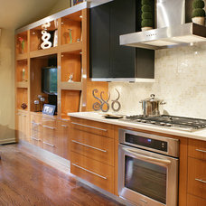 Contemporary Kitchen by KARLA TRINCANELLO-CID - INTERIOR DECISIONS, INC.