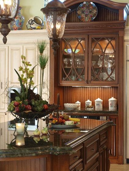Traditional Kitchen by KARLA TRINCANELLO-CID - INTERIOR DECISIONS, INC.