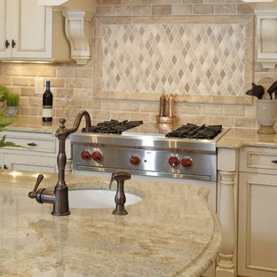 Example of a classic kitchen design in Orange County