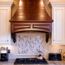 Traditional Kitchen by Stoneshop