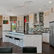Modern Kitchen by Kathie Karsnia Interiors