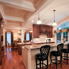 Traditional Kitchen by 2e Architects