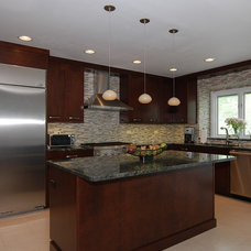 Modern Kitchen by Kitchens & Baths Unlimited