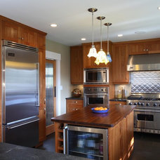 Traditional Kitchen by Synthesis Design Inc.
