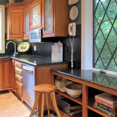 Traditional Kitchen by Metropolitan Woodworking