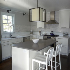 Beach Style Kitchen by kelley gardner