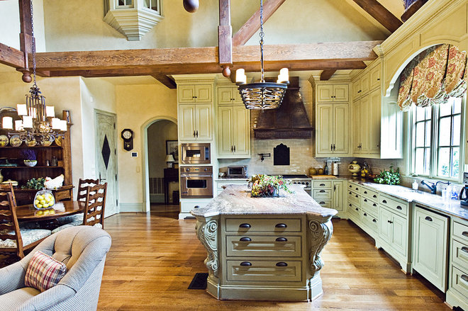 Traditional Kitchen by kelley hall