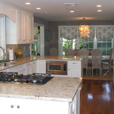 Contemporary Kitchen by kellydesigns