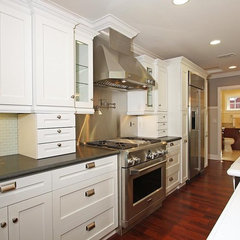 traditional kitchen by CCForteza