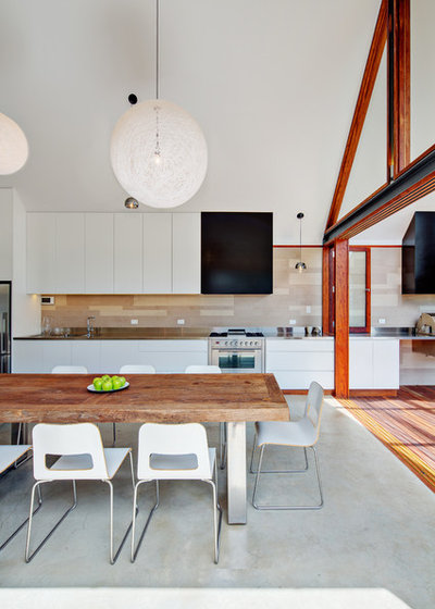Contemporary Kitchen by Angus Mackenzie Architect