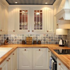 Traditional Kitchen by Jones Britain Kitchens
