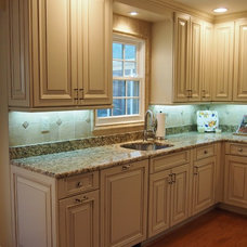 Traditional Kitchen by rInnovation