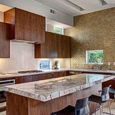 Contemporary Kitchen by DIGBAR interiors & architecture