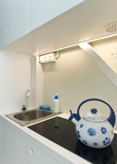 Modern Kitchen by Centrala