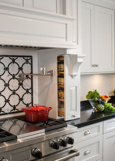 トランジショナル キッチン by Zieba Builders, Inc.