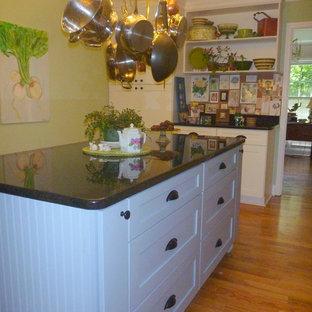 Craftsman kitchen designs - Inspiration for a craftsman kitchen remodel in Atlanta