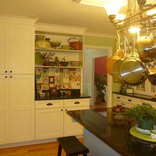 Craftsman kitchen remodeling - Inspiration for a craftsman kitchen remodel in Atlanta