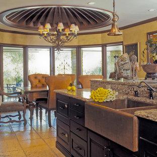 Kitchen - traditional kitchen idea in Dallas