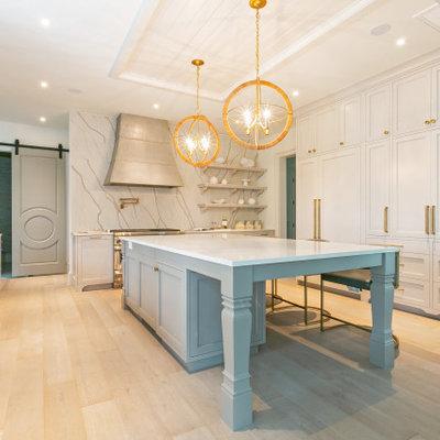 Kitchen - transitional kitchen idea in Charleston