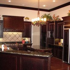 Kitchen by Dallas Renovation Group