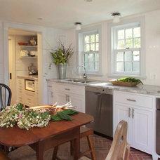 Farmhouse Kitchen by JAMES DIXON ARCHITECT PC