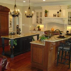 Traditional Kitchen by King Homes, Inc.