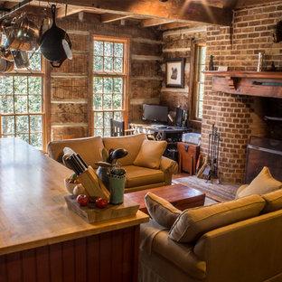 ボルチモアの大きいラスティックスタイルのおしゃれなキッチン (フラットパネル扉のキャビネット、赤いキャビネット、木材カウンター、黒い調理設備、無垢フローリング) の写真