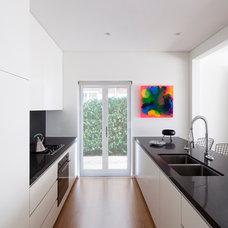 Modern Kitchen by Horton & Co. Designers
