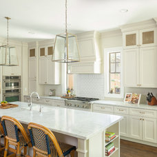 Traditional Kitchen by 2Scale Architects