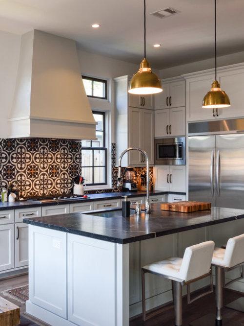 cuisine avec une cr dence en carreau de ciment et un plan de travail en st atite photos et. Black Bedroom Furniture Sets. Home Design Ideas