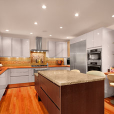 Contemporary Kitchen by RW Anderson Homes