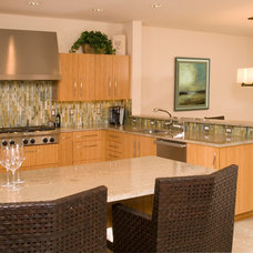 Modern Kitchen by Riddle Construction and Design
