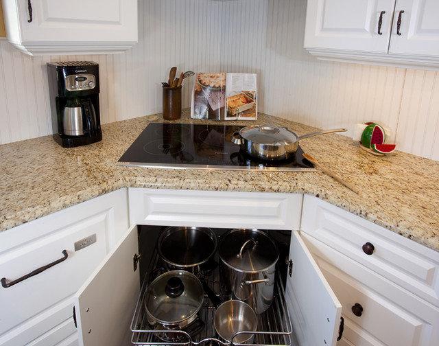 Traditional Kitchen by Creative Kitchen Designs
