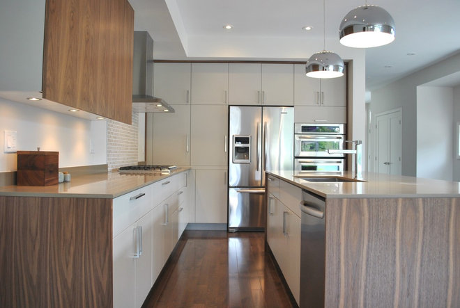 Modern Kitchen by Tanner Vine - 2Go Custom Kitchens Inc