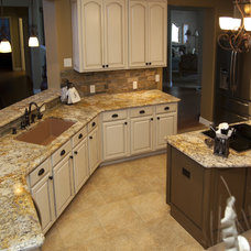 Traditional Kitchen by LoneStar Property Solutions