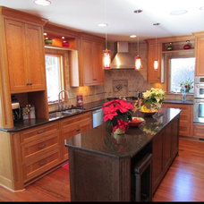 Traditional Kitchen by Remodeling Innovations Group