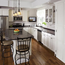 traditional kitchen by Forum Phi Architecture & Interiors